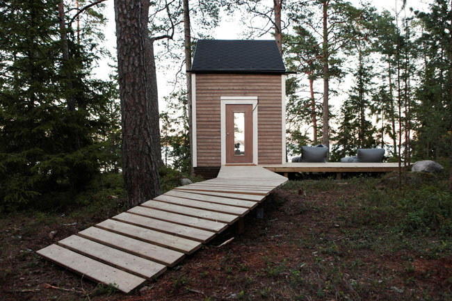 Minimalist Style: Micro Cabin In The Woods