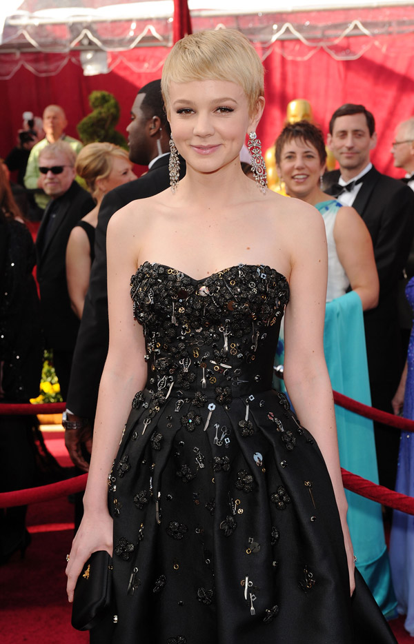 Carey Mulligan Prada black dress 2010 Oscars 1