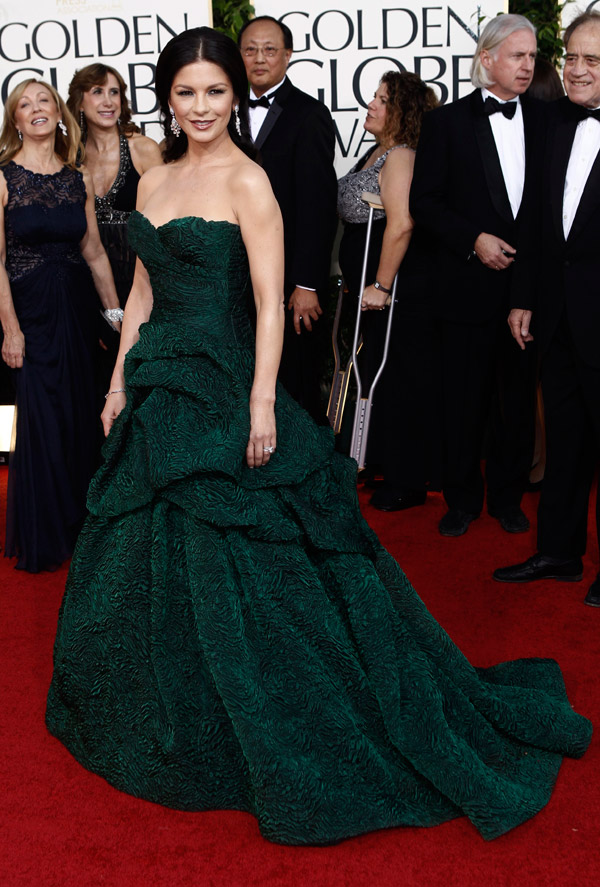 Catherine Zeta Jones Green Monique Lhuillier dress Golden Globes 2011 1