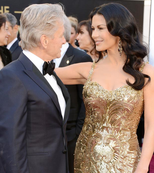 Catherine Zeta Jones Michael Douglas affectionate on 2013 Oscars Red Carpet