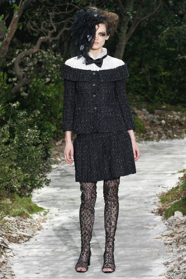 Chanel Spring 2013 Couture collection bow tweed lace feathers