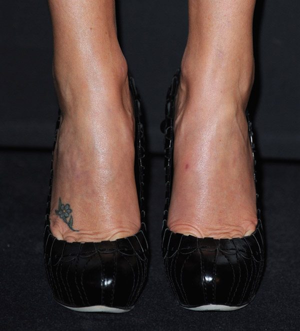 Charlize Theron Dior pumps 2
