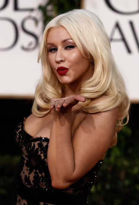 Christina Aguilera Zuhair Murad dress makeup Golden Globes 2011