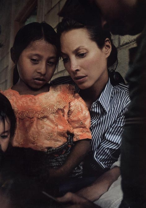 Christy Turlington Vogue August 2009 humanitarian