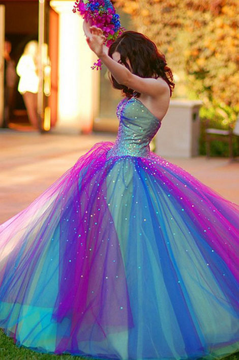 Unusual wedding dresses stylefrizz for Different colored wedding dresses