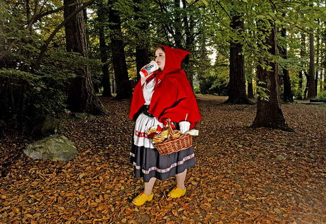 Dina Goldstein Fallen Princesses project red riding hood