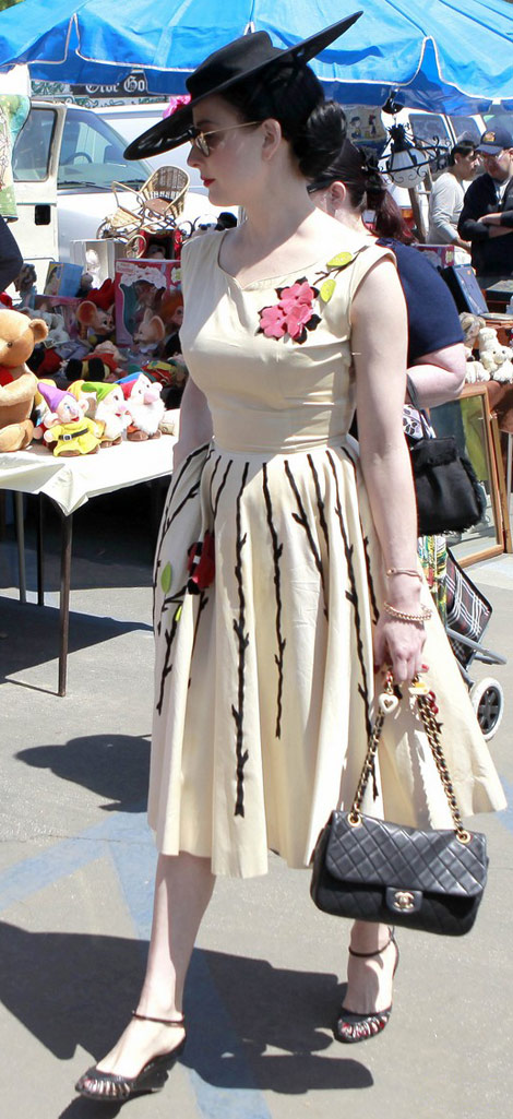 What To Wear At The Flea Market
