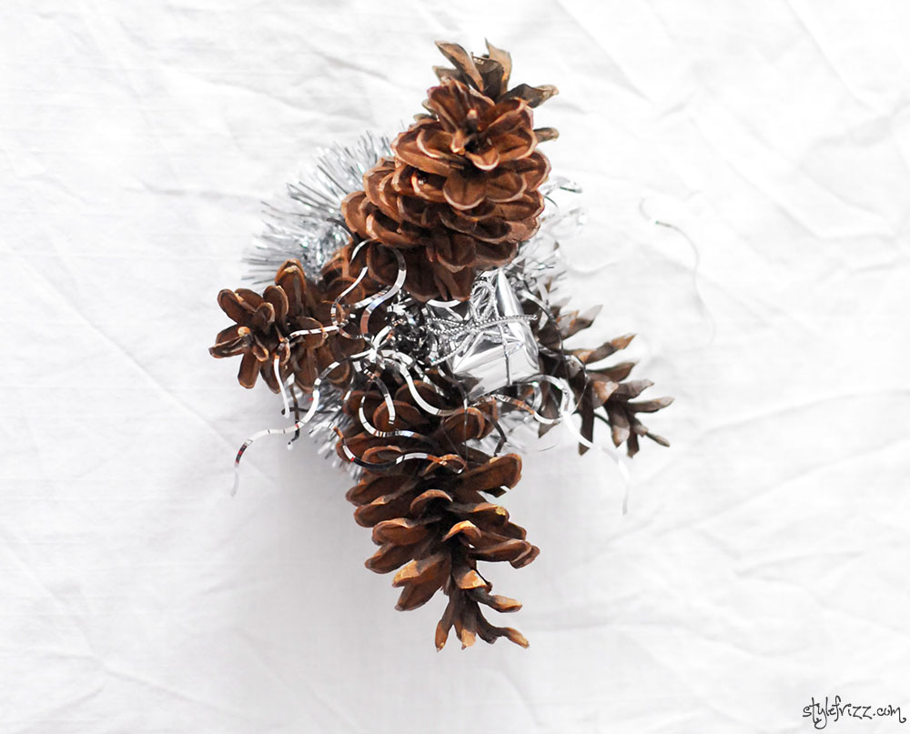diy christmas table decoration pinecones
