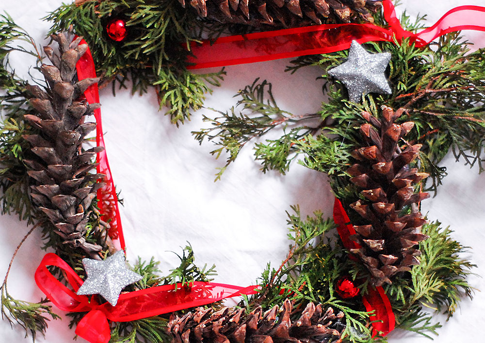 diy natural winter wreath