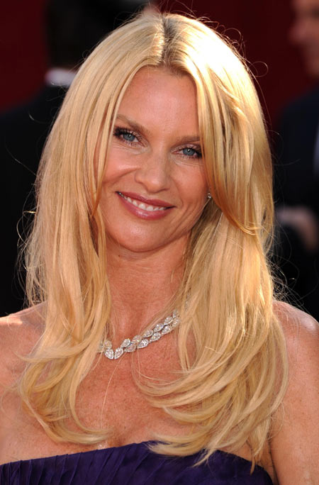 Emmy Awards 2008 Nicollette Sheridan hairstyle and makeup