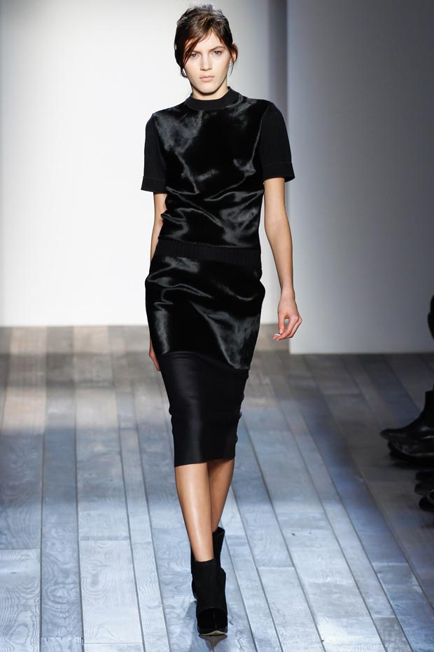 5 Dark Fall Looks To Try: Victoria Beckham Fall 2013 Collection