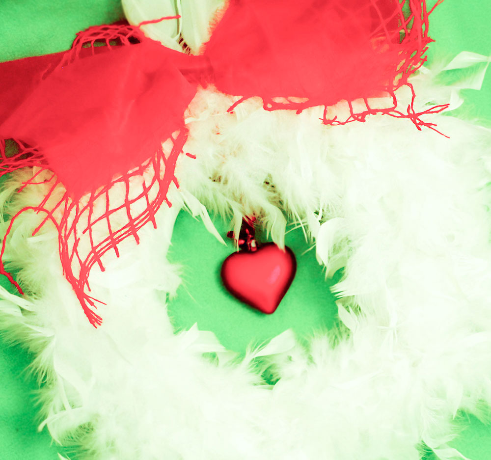 feathers valentines day wreath