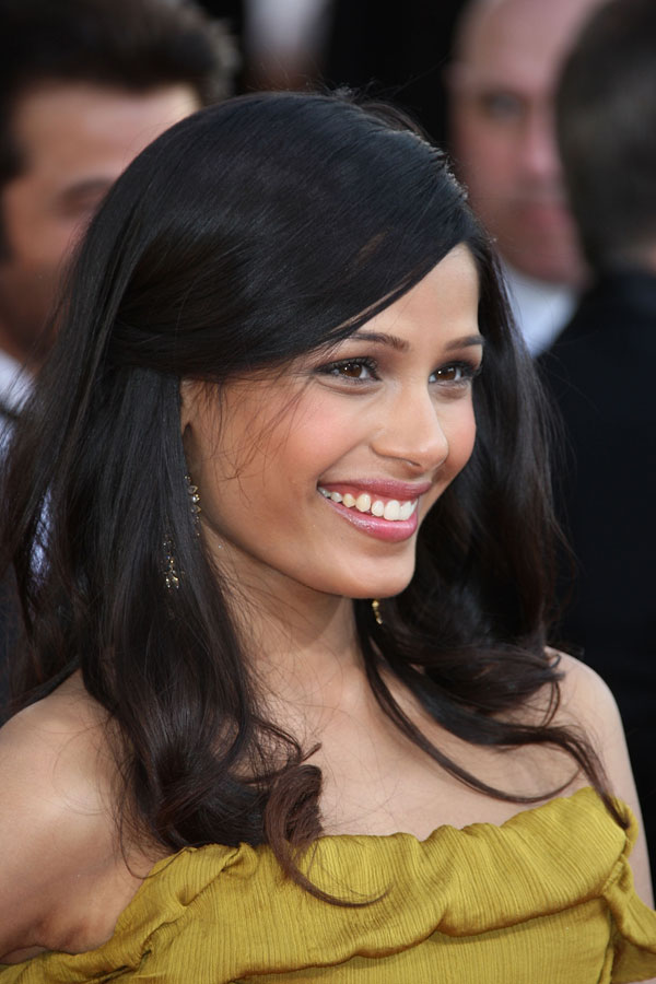 Freida Pinto Christian Lacroix Couture dress Golden Globe Awards 2009 3