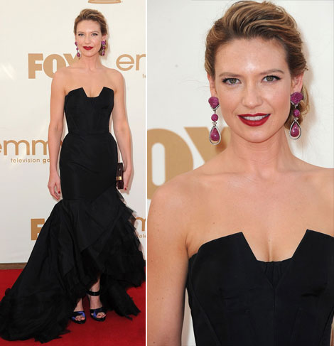 Finge Anna Torv black Vera Wang dress 2011 emmy