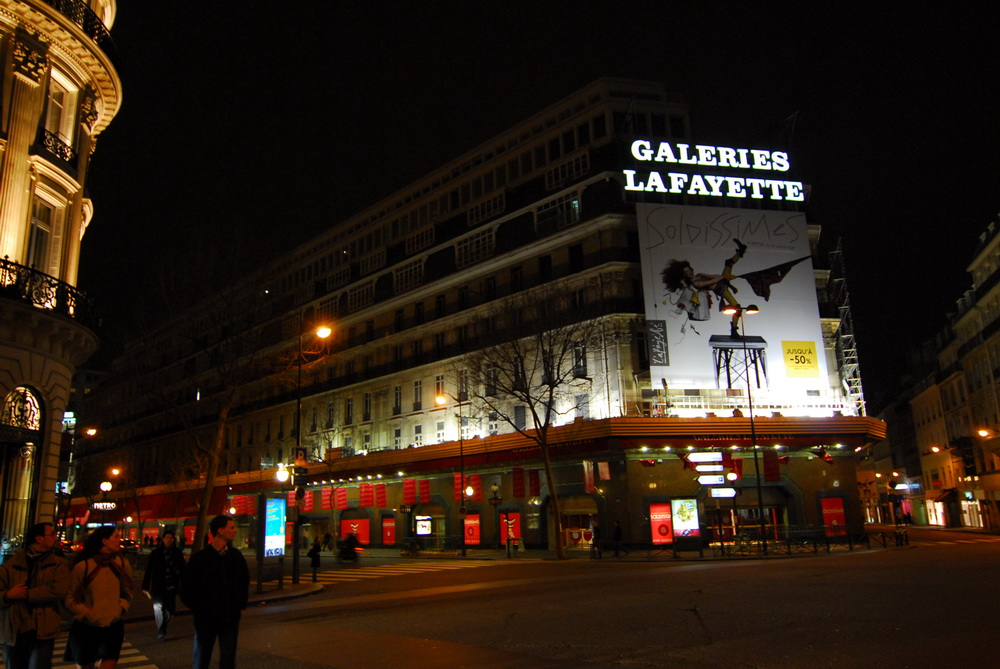 Galeries Lafayette Soldes by night