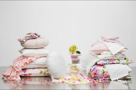 H and M home decor pink