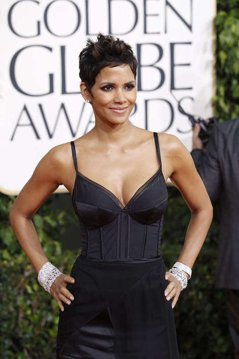 Halle Berry black dress Golden Globes 2011