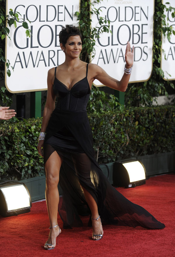 Halle Berry black Nina Ricci dress Golden Globes 2011 1