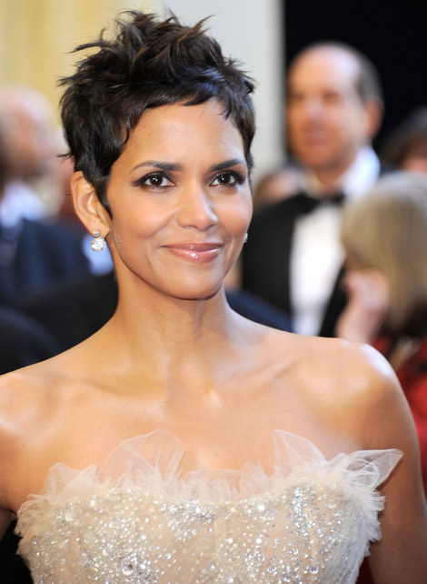 Halle Berry Marchesa sequined dress 2011 Oscars