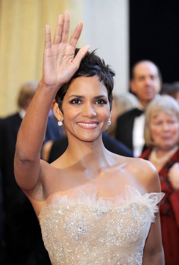 Halle Berry's Sequined Marchesa Dress For 2011 Oscars