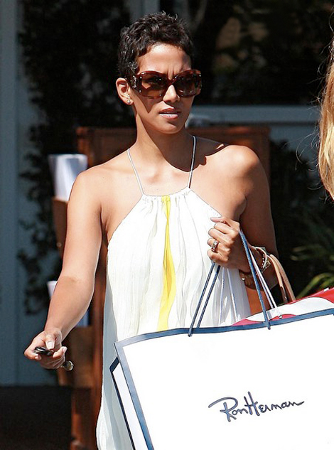 Halle Berry shopping