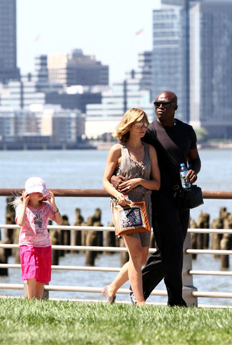 Heidi Klum And Seal Walk In The City