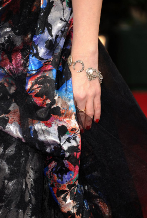 Helena Bonham Carter Vivienne Westwood dress mismatch Golden Globes 2011 1