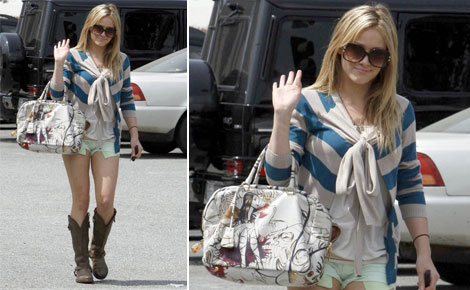 Hilary Duff Goes From Prada Bags To Muxo Bags