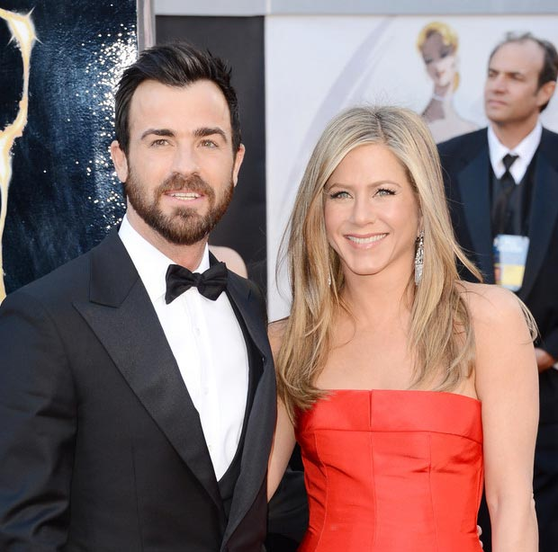 Jennifer Aniston Justin Theroux 2013 Oscars looking happy
