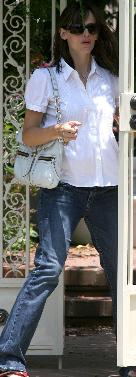 Jennifer Garner Baby Bump White Shirt