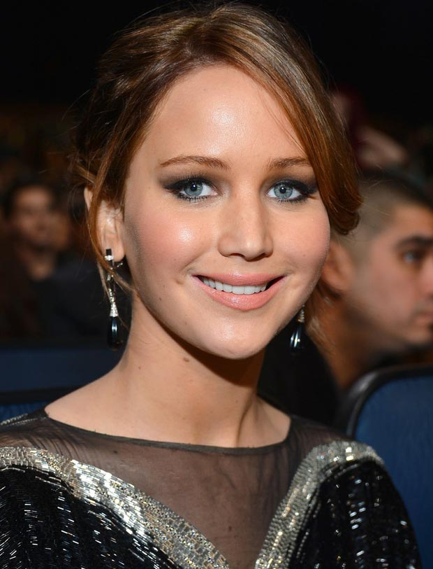 Jennifer Lawrence hair and makeup People s Choice Awards 2013