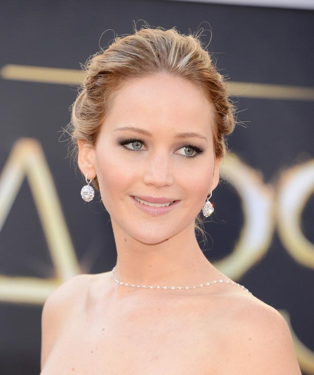 Jennifer Lawrence makeup earrings necklace 2013 Oscars