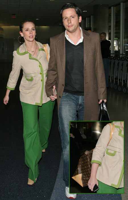 Another Fashion Disaster – Jennifer Love-Hewitt at LAX