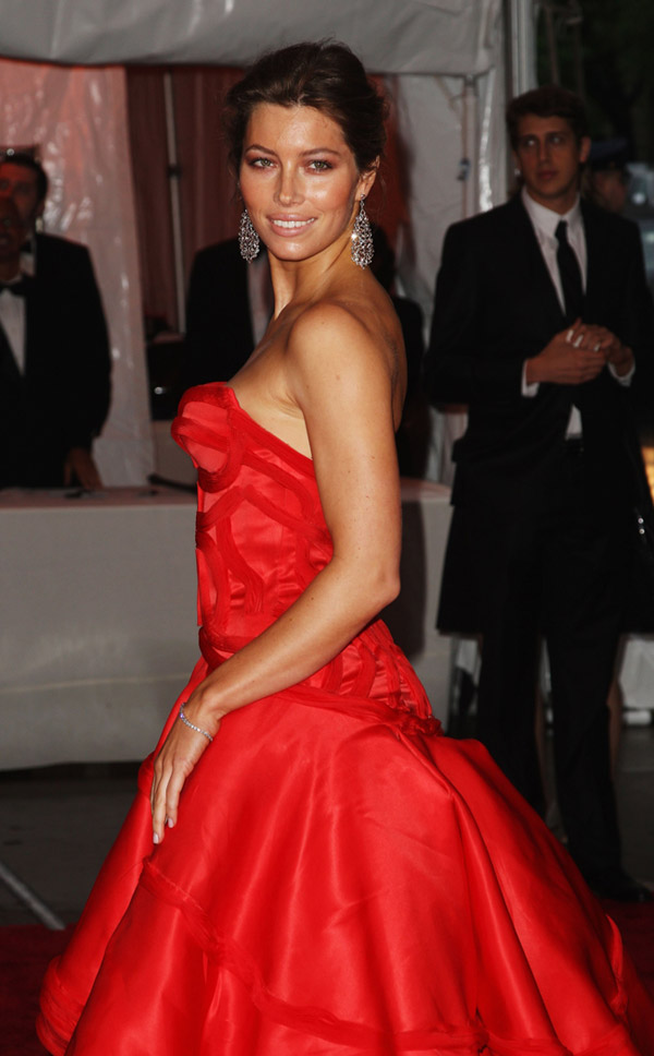 jessica biel versace dress met gala 2009 3