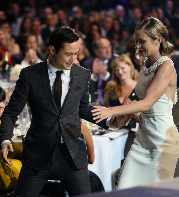 Joseph Gordon Levitt helping out Emily Blunt Critics Choice Awards 2013