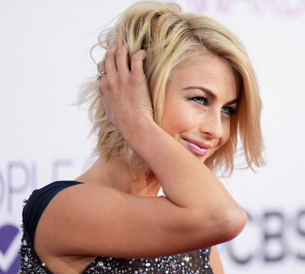 Julianne Hough hair and makeup People s Choice Awards 2013