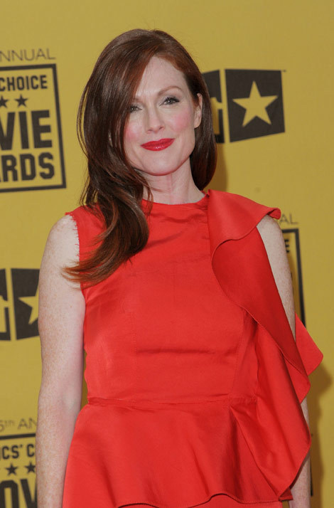 Julianne Moore Critics Choice Awards 2010