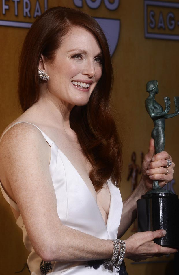 Julianne Moore white dress cleavage 2013 SAG Awards winner