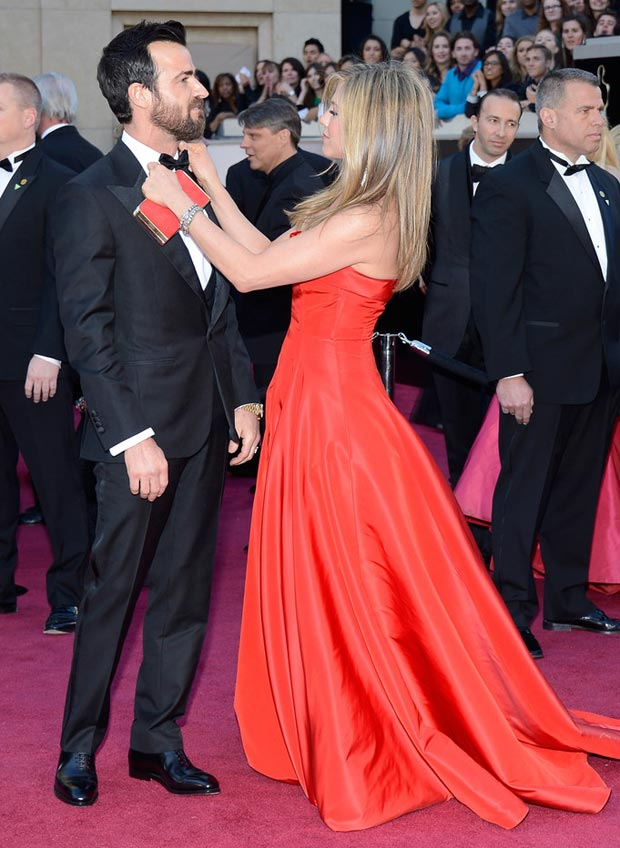 2013 Oscars Fashion: Jennifer Aniston Valentino Red Dress