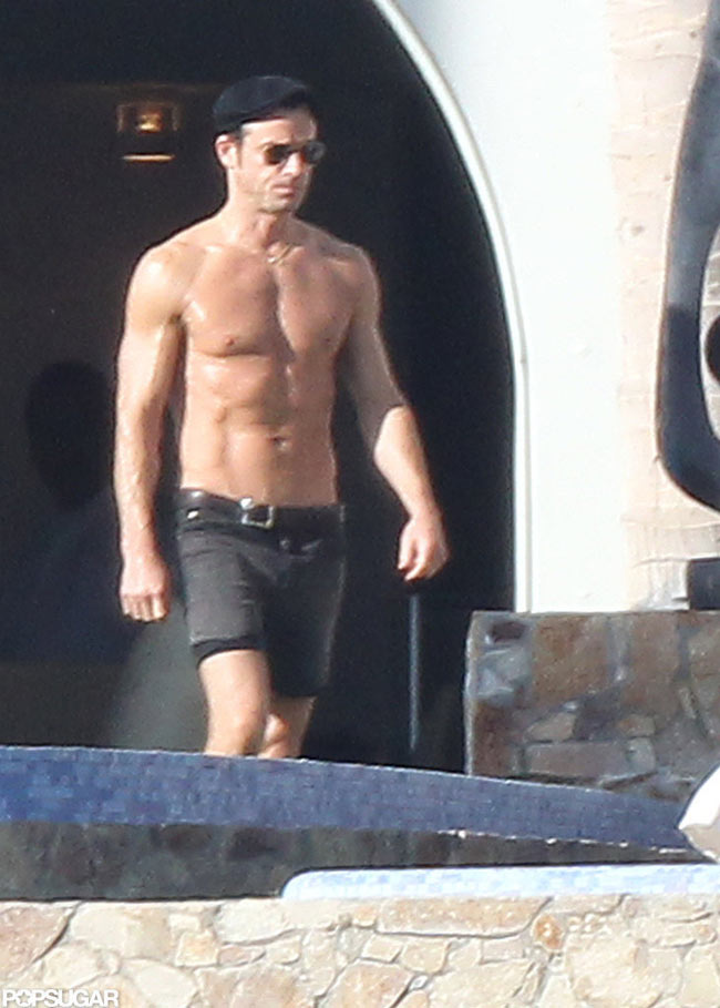 Justin Theroux sunbathing in Cabo