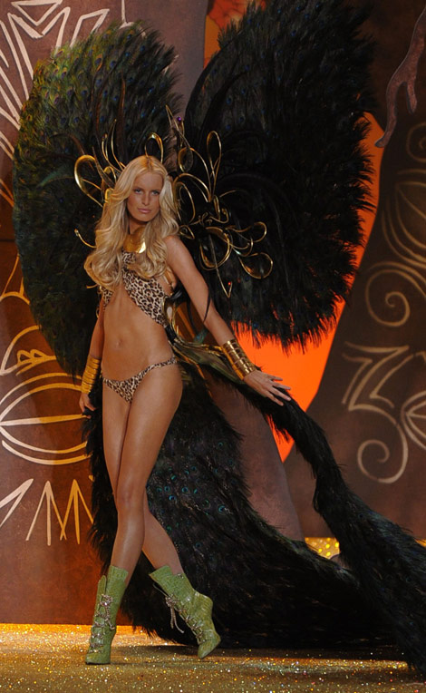 Karolina Kurkova Victoria's Secret Fashion Show 2010