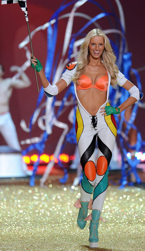 Karolina Kurkova Victoria s Secret Fashion show 2010