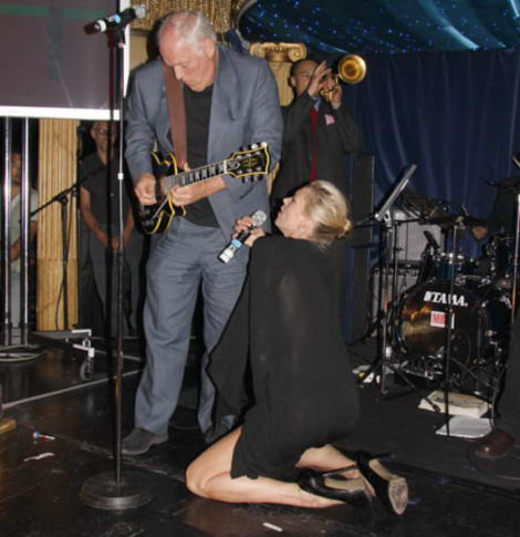 Kate Moss David Gilmour singing