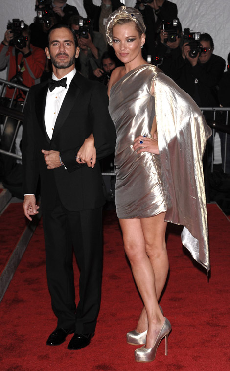 kate moss stephen jones turban met gala 09