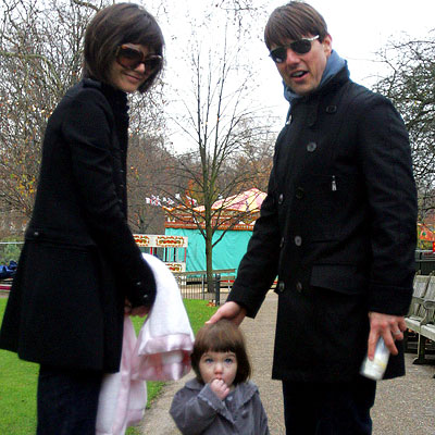 Katie Holmes Tom Cruise Suri Cruise in The Park