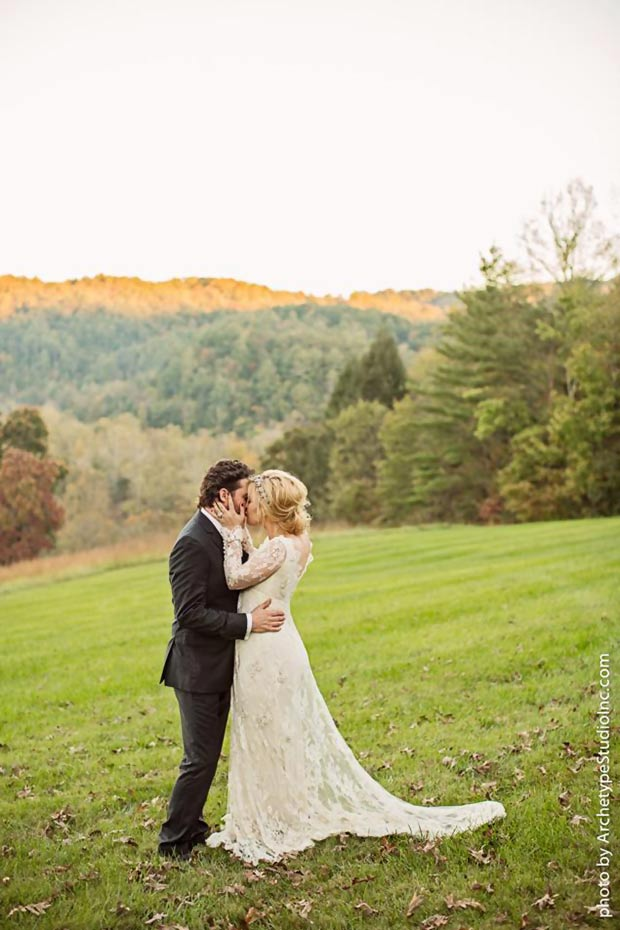 Kelly Clarkson wedding october