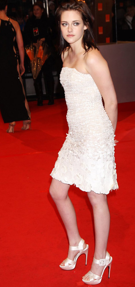 Kristen Stewart 2010 BAFTA Awards Chanel dress 1