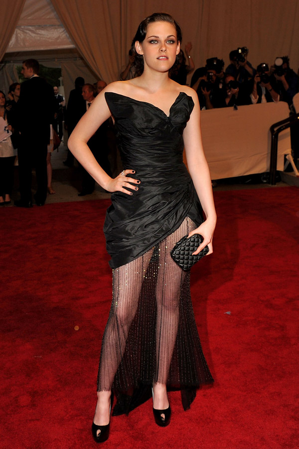 Kristen Stewart Chanel black dress Met Gala 2010 1