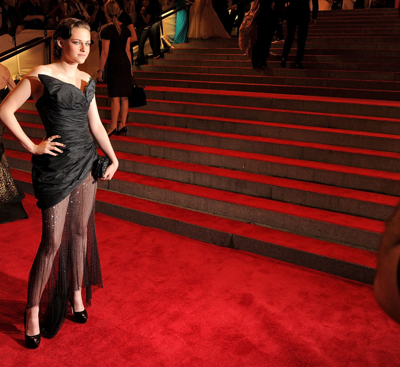 Kristen Stewart Chanel black dress Met Gala 2010 3