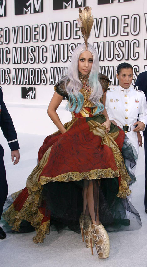 lady-gaga-mcqueen-dress-armadillo-shoes-mtv-vmas-2010 -  Top 10 Most Bizarre Shoes in History - Fashion Trend